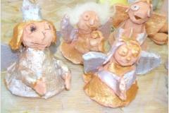 Andílci z keramiky